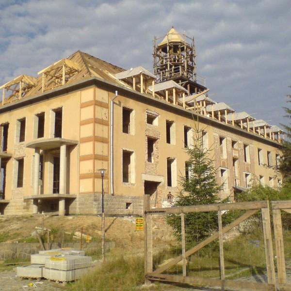 Remont-dachu-budynku-na-Osiedlu-Sudeckim-2