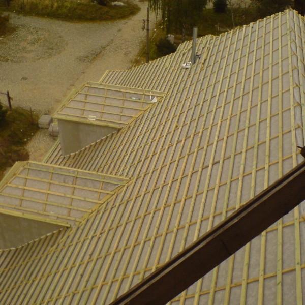 Remont-dachu-budynku-na-Osiedlu-Sudeckim-4