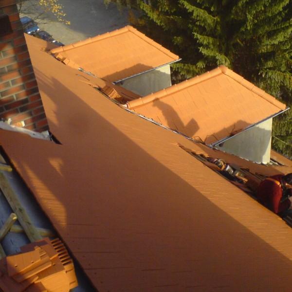Remont-dachu-budynku-na-Osiedlu-Sudeckim-7